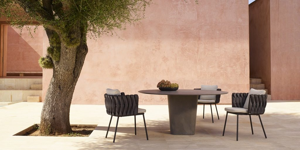 The Tosca collection by Monica Armani highlighted: an elegant, feminine and contemporary outdoor collection.