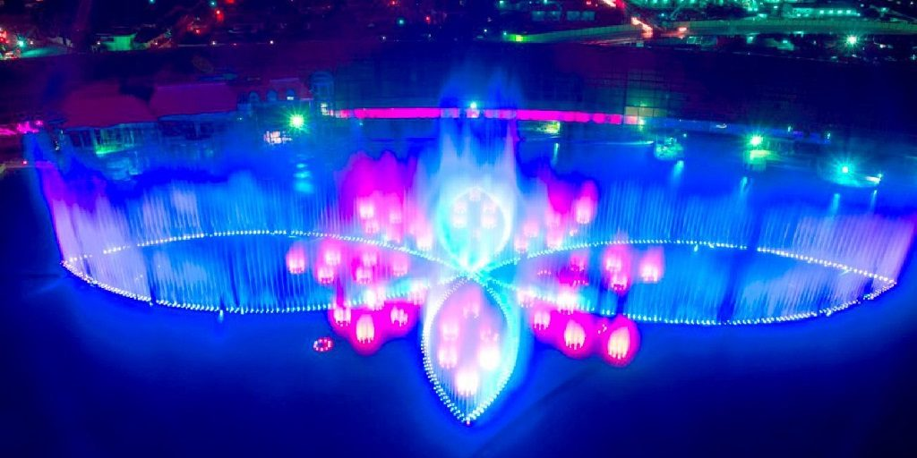 The largest multicolor dancing fountain in the world: The Fountain of the Okada Manila