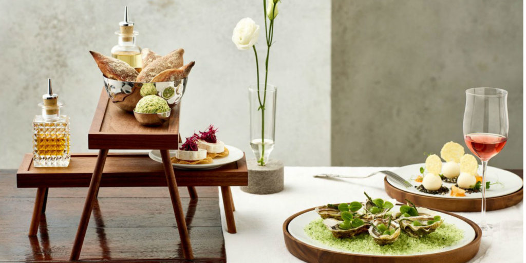 A match made in heaven by TAFELSTERN: an interplay of solid wood and finest porcelain