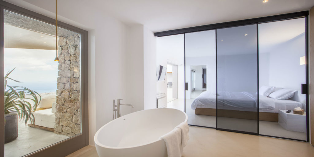 """Mediterranean luxury at the very top of Santorini: VALLONE® is now part of the new boutique hotel """"Santorini Heights"""""""