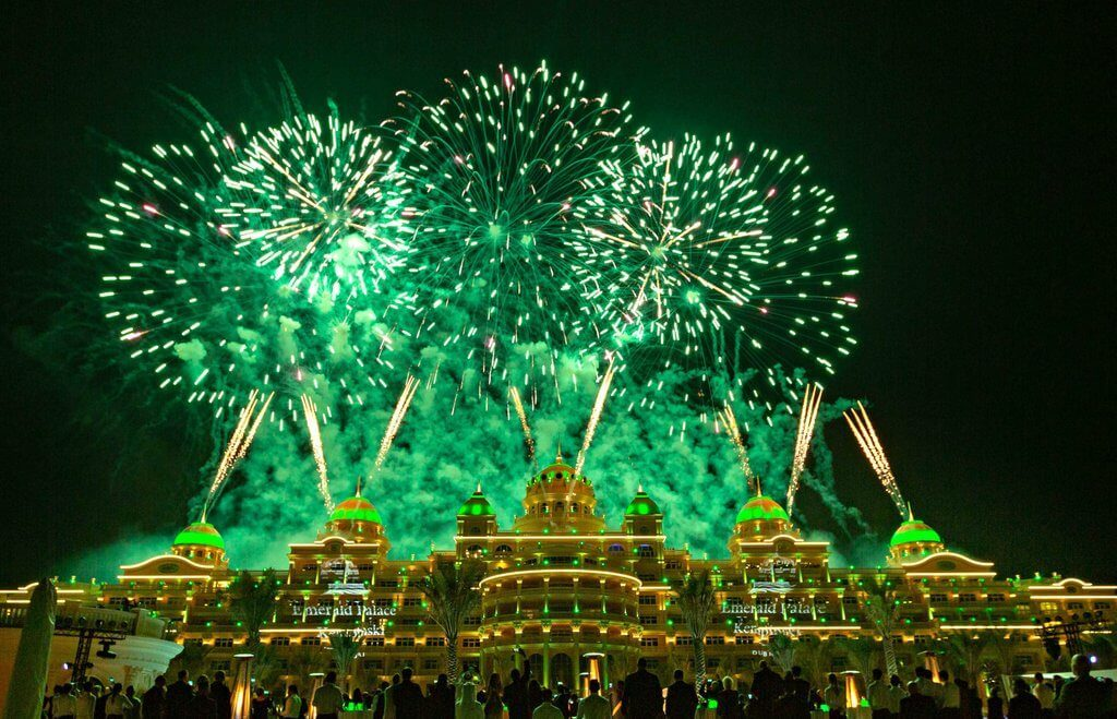 Enjoy the grand kickoff celebrations of Emerald Palace Kempinski Dubai