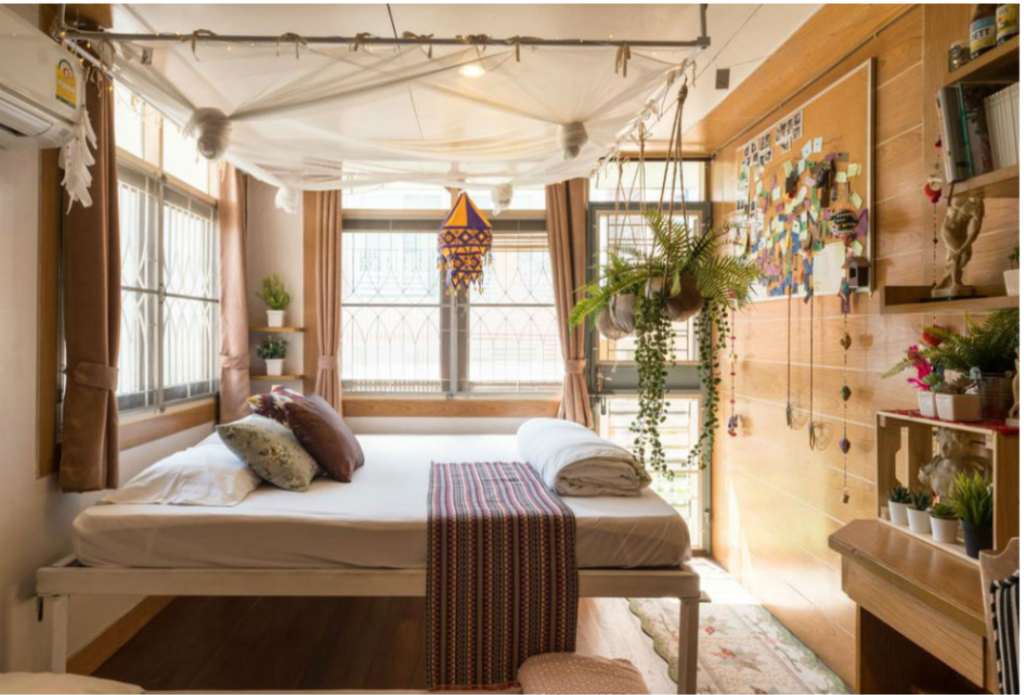 """Booking.com now lists 140,000 """"alternative accommodations"""" in India"""