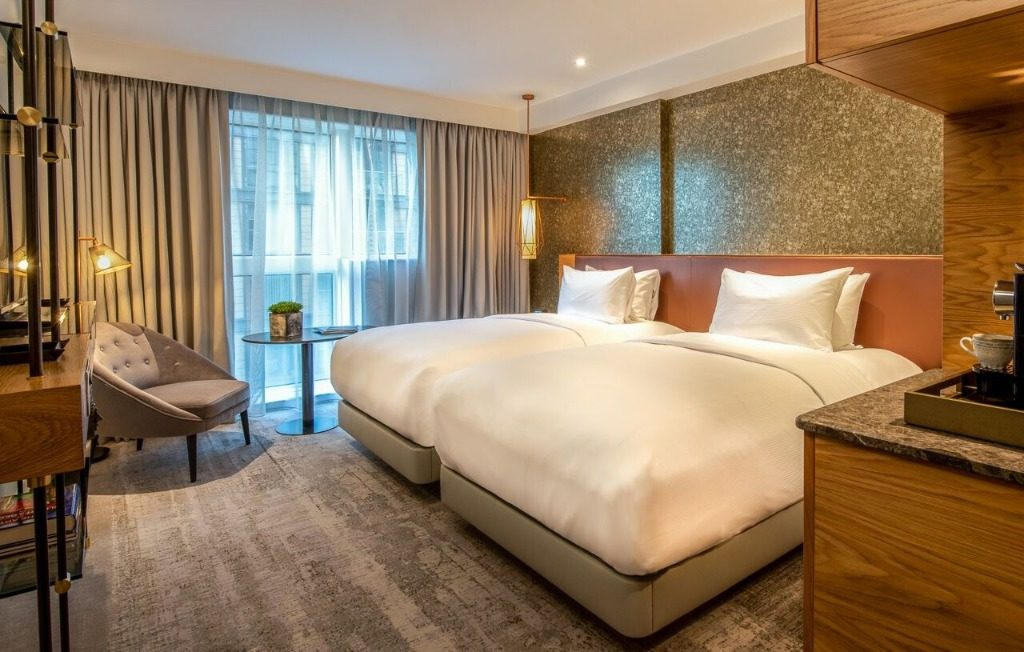 Where lifestyle meets luxury: Lincoln Plaza London shines in Hilton's Curio Collection