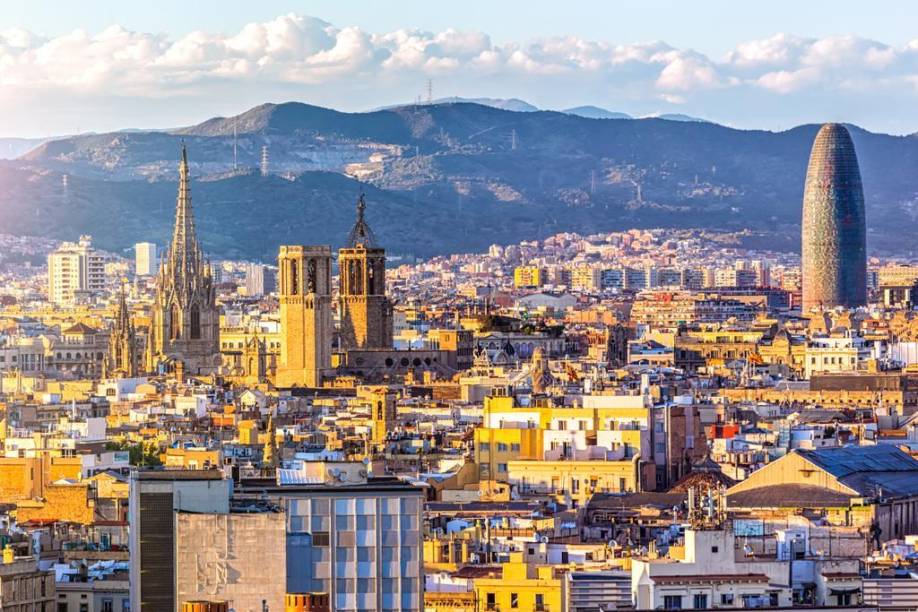 Hotel moratorium ends in Barcelona: first new property approved since 2015 [Infographic]