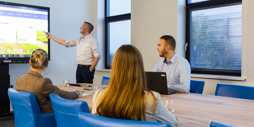 Improving the conference meeting experience with Climat Screen by Forest Group