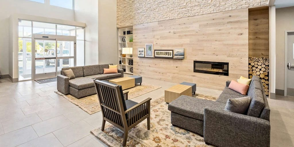 Country Inn & Suites by Radisson opens in downtown Flagstaff Arizona [Infographic]