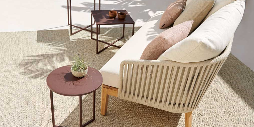 Natal Alu X coffee tables – slimline form in a new burgundy colour