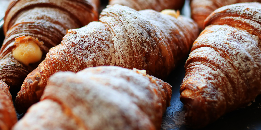 Keep pastry & snacks warm at the breakfast buffet