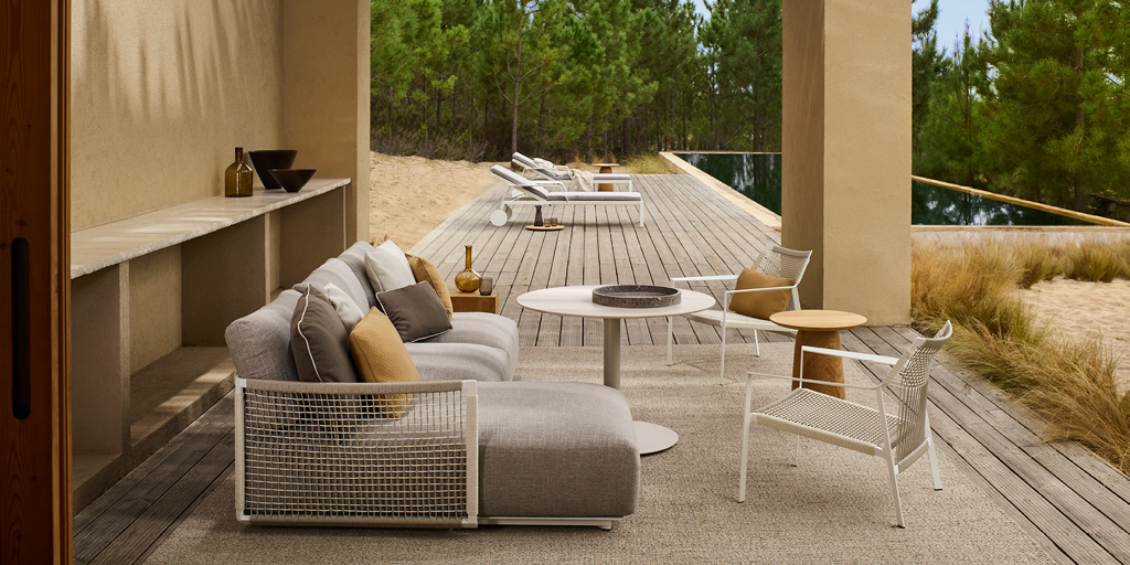 Al fresco dining with the versatile T-table collection