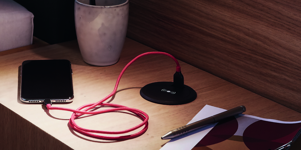 Qi Fast-Charger and USB double socket presented by Hera