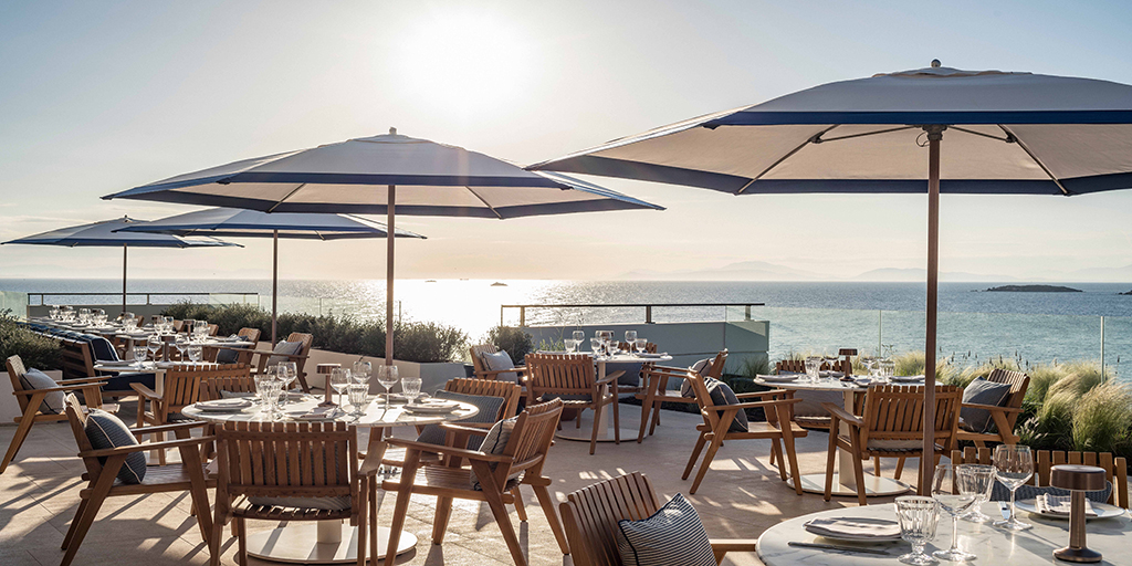 TUUCI installs more than 100 parasols at the luxurious Four Seasons Astir Palace